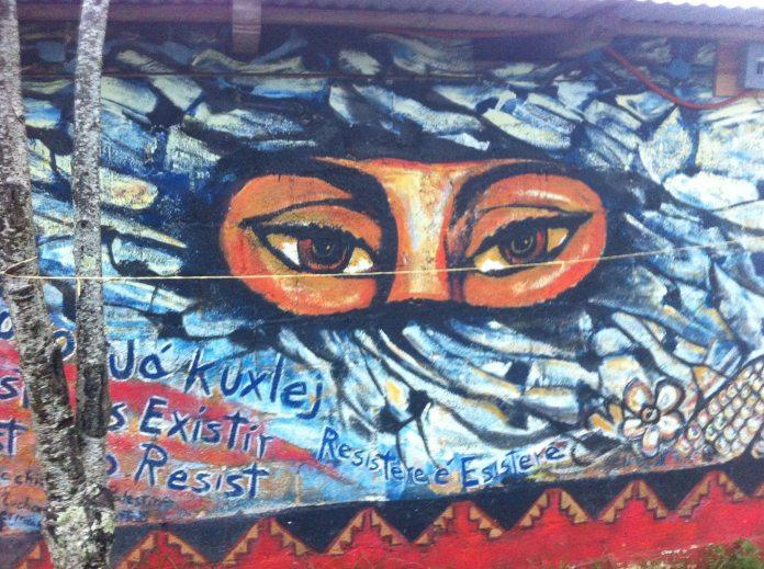 Solidaritätsbotschaften brauchen die Syrischen Revolutionäre. Die Achtung ihres Kampfes und ihres Ziele. Hier ein Graffiti aus Mexico mit revolutionären Grüssen der Zapatistas
